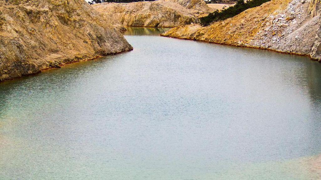 Danau yang Sangat Cantik Tapi Beracun!