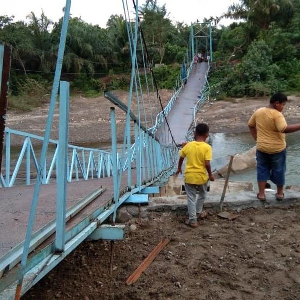 Tali Jembatan Gantung di Agam Sumbar Putus, 5 Orang Terluka