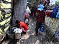 Warga Miskin Jakarta Sulit Dapat Air Bersih, Kurban Tekan Inflasi?