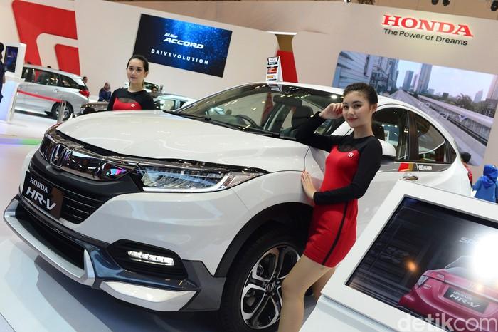 Tak cuma Accord, Honda di GIIAS juga meluncurkan HR-V 1.5 SE Mugen Edition. Mobil ini mendapat pembaruan dari segi kosmetik sehingga tampil lebih sporty dan aerodinamis.