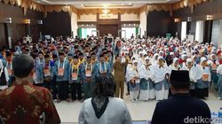 Calon Jemaah Haji Kloter 18 Embarkasi Padang Diberangkatkan