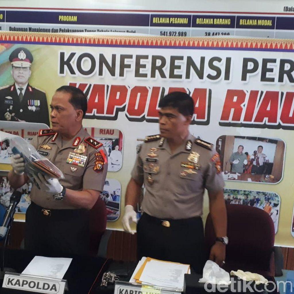 Penggerebekan Bandar Narkoba di Riau, Polisi Temukan 7 Paspor Milik Satriandi