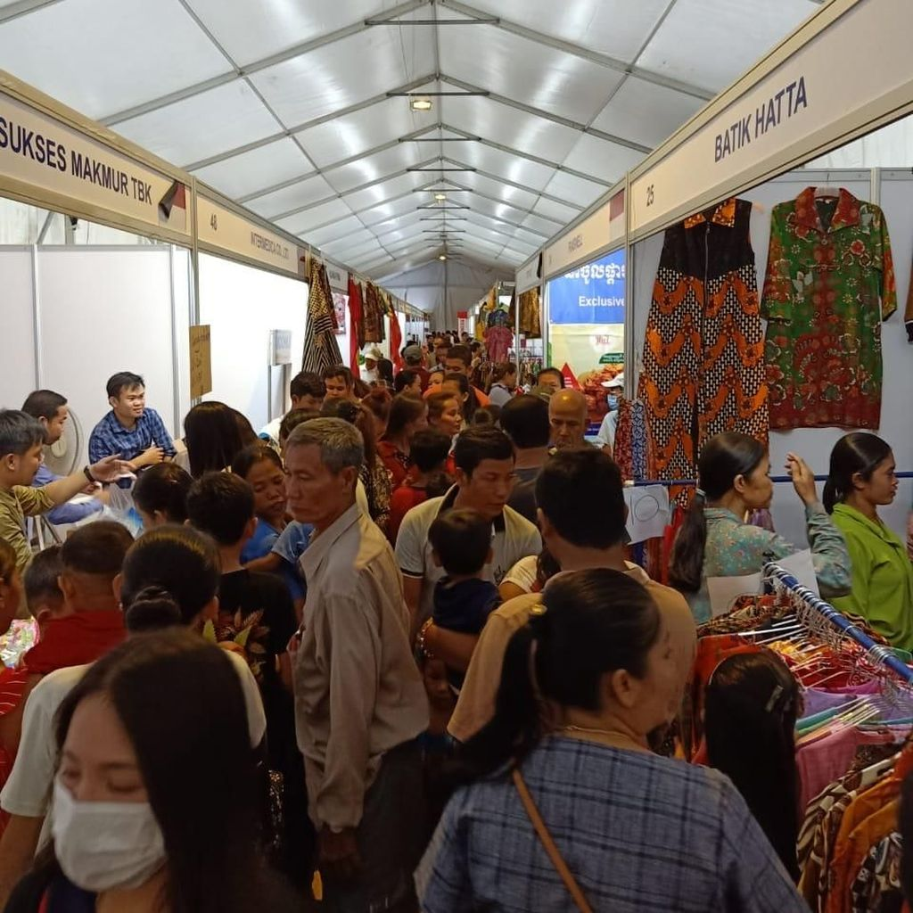 Produk Indonesia Diserbu Masyarakat Kamboja di Pameran Dagang RI-Kamboja