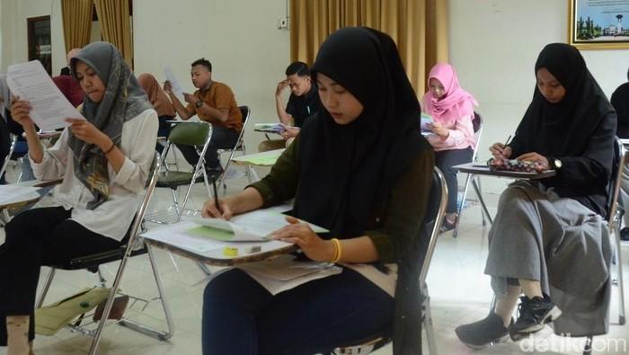 Calon maba mengikuti ujian tulis jalur mandiri berbasis PBT di UIN Yogya, Selasa (23/7/2019).