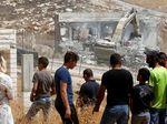 Rumahnya Dihancurkan Israel, Warga Palestina Terpaksa Menggelandang di Jalan