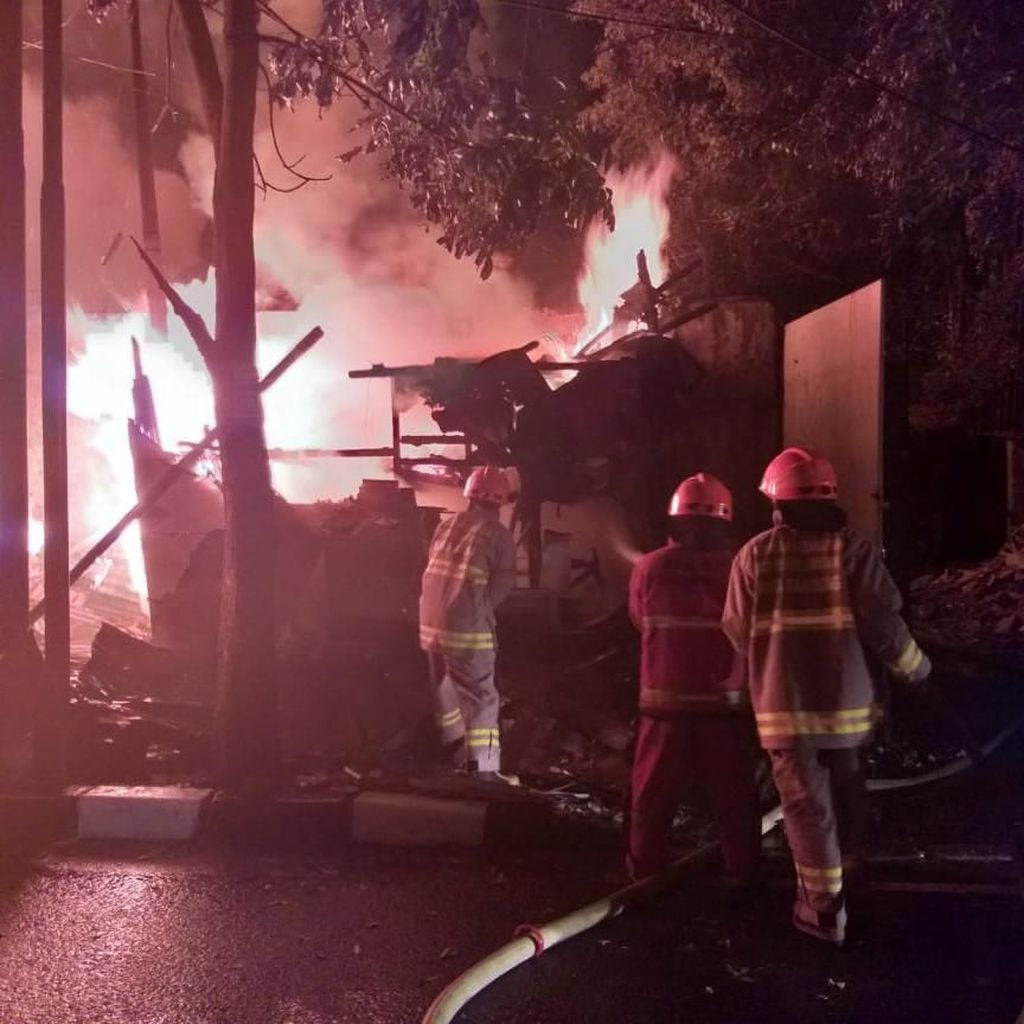 11 Kios di Jalan Soekarno Hatta Bandung Ludes Terbakar