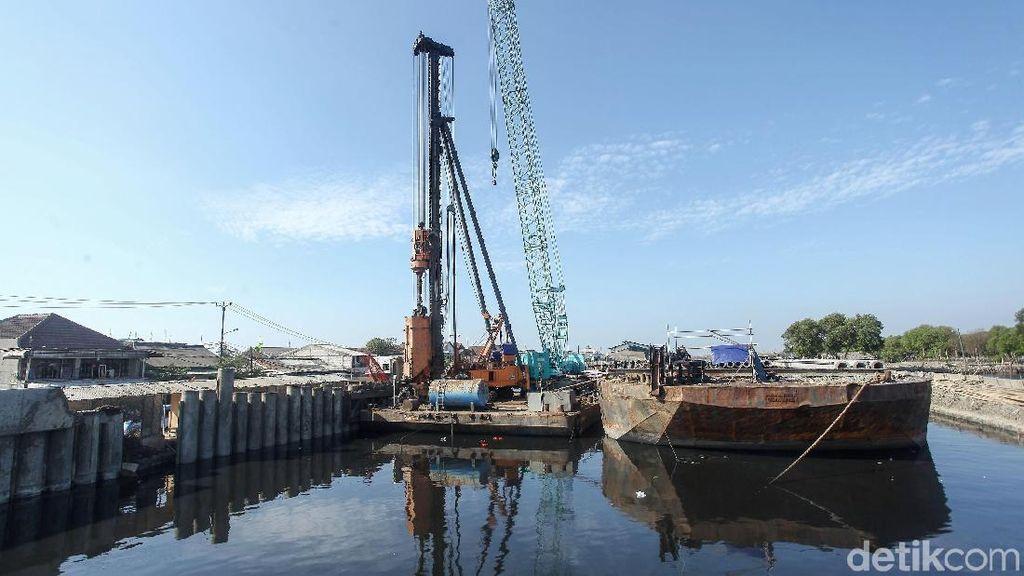 Melihat Progres Tanggul Pengaman Pantai di Kamal Muara