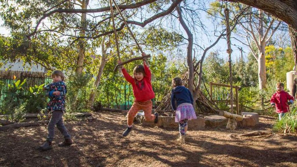 Setop Mainan Plastik, TK di Melbourne Biarkan Murid Bermain Lumpur