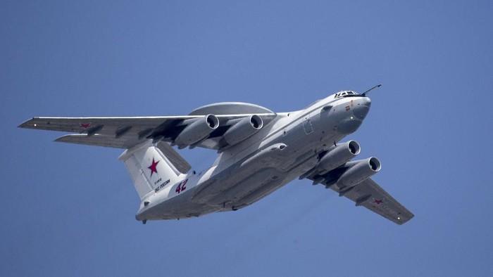 Ilustrasi -- Pesawat pengintai airborne A-50 milik Rusia (AP Photo/Alexander Zemlianichenko, Pool, File)