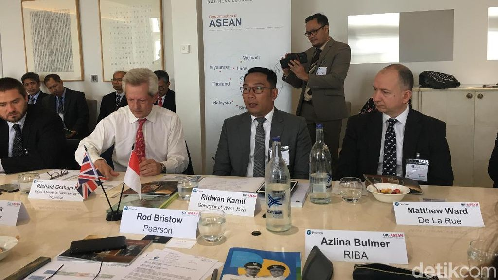 Diplomasi Batik-Teh ala Ridwan Kamil Gaet Investor Inggris-Swedia