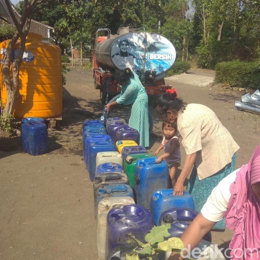 Kekeringan, BPBD Probolinggo Dropping Air Bersih