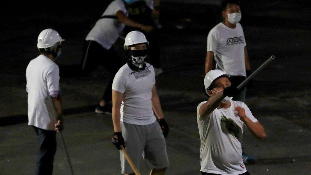 Kelompok Triad Diduga Terlibat Penyerbuan Stasiun Kereta Hong Kong
