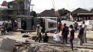 Land Rover Berpelat Australia Terguling di Underpass Kentungan Dievakuasi