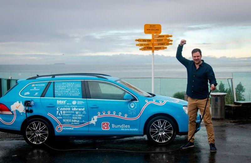 Traveler asal Belanda, Wiebe Wakker telah menyelesaikan keliling dunia naik mobil listrik sejauh 101.000 Km. Dia berkunjung ke 34 negara dalam 3 tahun. (plugmeintravel/Instagram)