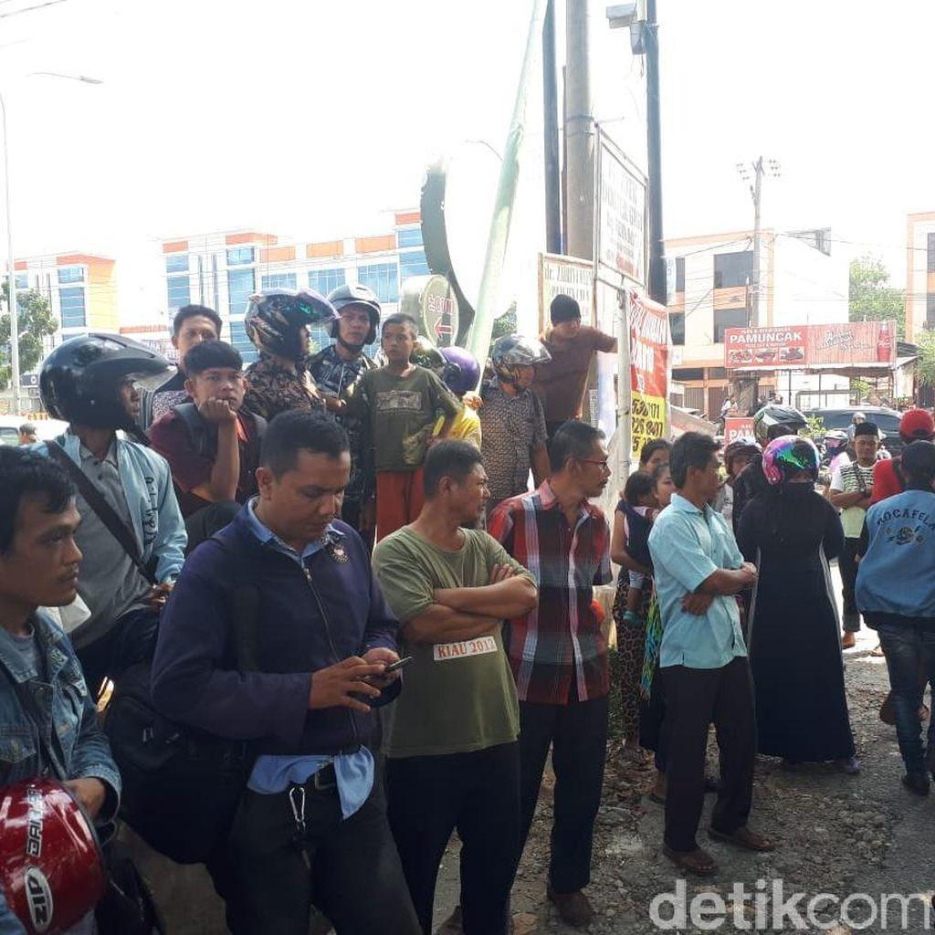 Lokasi Baku Tembak Bandar Narkoba di Riau Jadi Tontonan Warga