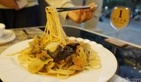 Royal Silk Road: Mulur Enak! Mie Tarik Sapi di Resto China Halal