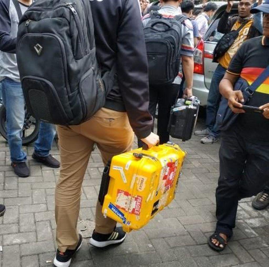 Penyidik KPK Sita Sejumlah Dokumen dari Kantor Dishub Kepri