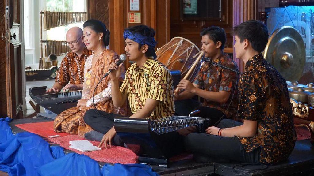 Kabar Bahagia! Ada Sudut Seni Budaya Sunda di Inggris