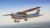 Cessna 172 Skyhawk adalah pesawat bermesin tunggal dengan ciri sayapnya yang tinggi (Textron Aviation Inc)