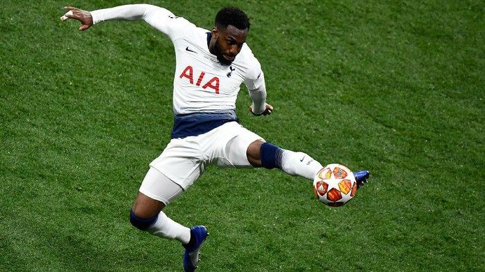Tottenham Hotspurs English defender Danny Rose controls the ball during the UEFA Champions League final football match between Liverpool and Tottenham Hotspur at the Wanda Metropolitan Stadium in Madrid on June 1, 2019. (Photo by OSCAR DEL POZO / AFP)