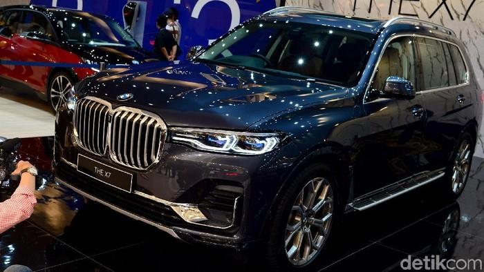 BMW pamerkan Mobil BMW X7 di GIIAS 2019.  Mobil yang dijuluki The President itu disebut salah satu mobil bongsor paling mewah di Indonesia.