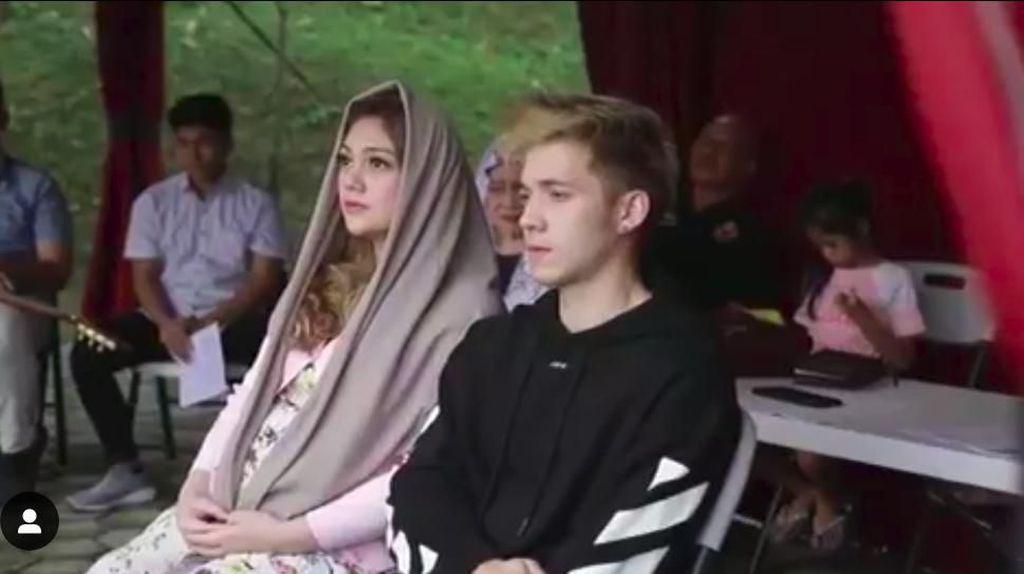 Alasan Celine Evangelista Berkerudung di Pemberkatan 7 Bulanan