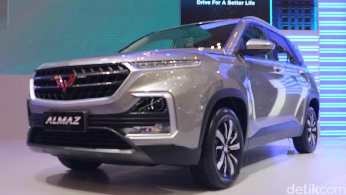 Wuling Motors (Wuling)  memasarkan varian terbaru Smart Technology SUV, Almaz, di ajang GAIKINDO Indonesia International Auto Show (GIIAS) 2019. Medium SUV dengan inovasi Wuling Indonesian Command (WIND) dan pilihan konfigurasi 7-seater tersebut diniagakan dengan harga on the road (OTR) Jakarta mulai dari Rp 263.800.000.