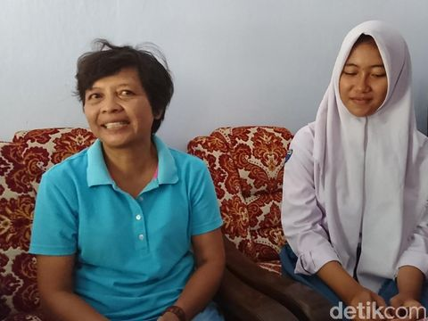 Dhea bersama ibunda tercinta/