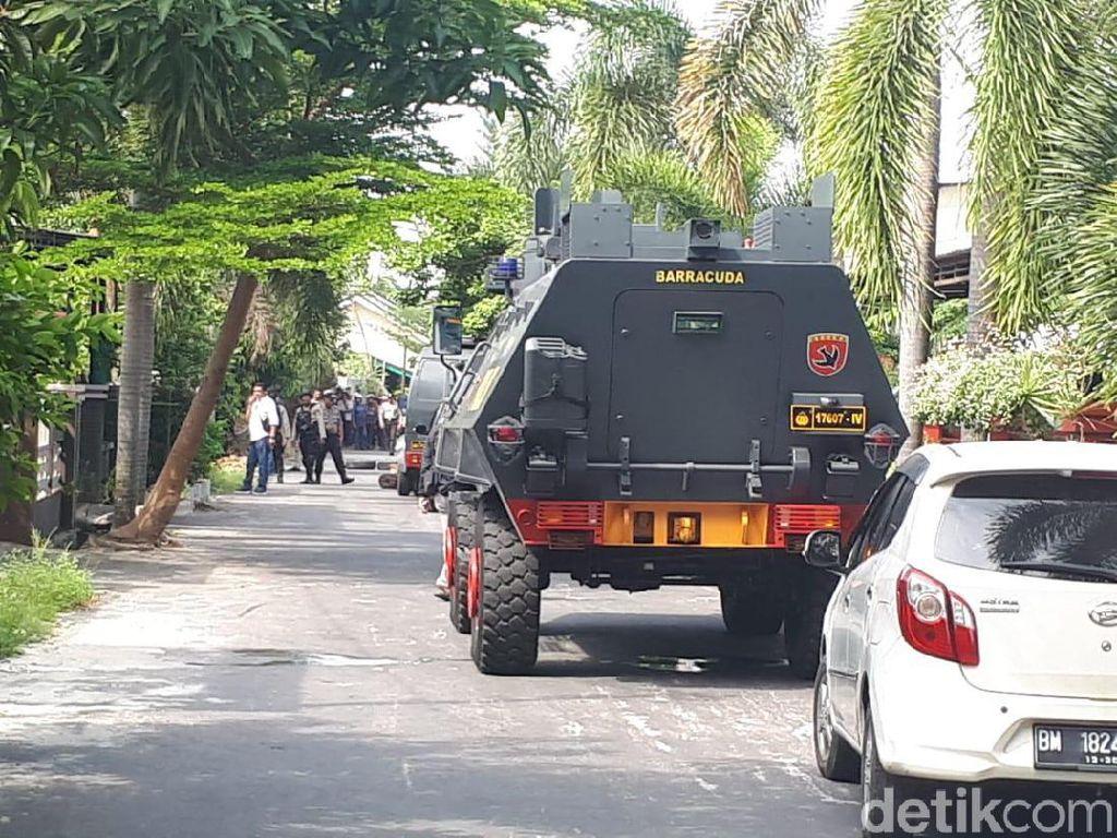 Video Mencekam! Baku Tembak Polisi dan Gembong Narkoba di Pekanbaru