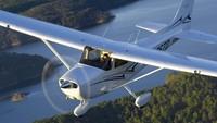 Pesawat Cessna adalah pabrikan Textron Aviation Inc, perusahaan ini dibentuk tahun 2014 lalu mengakuisisi Beechcraft, Hawker Aircraft lalu disusul Cessna Aircraft Company (Textron Aviation Inc)