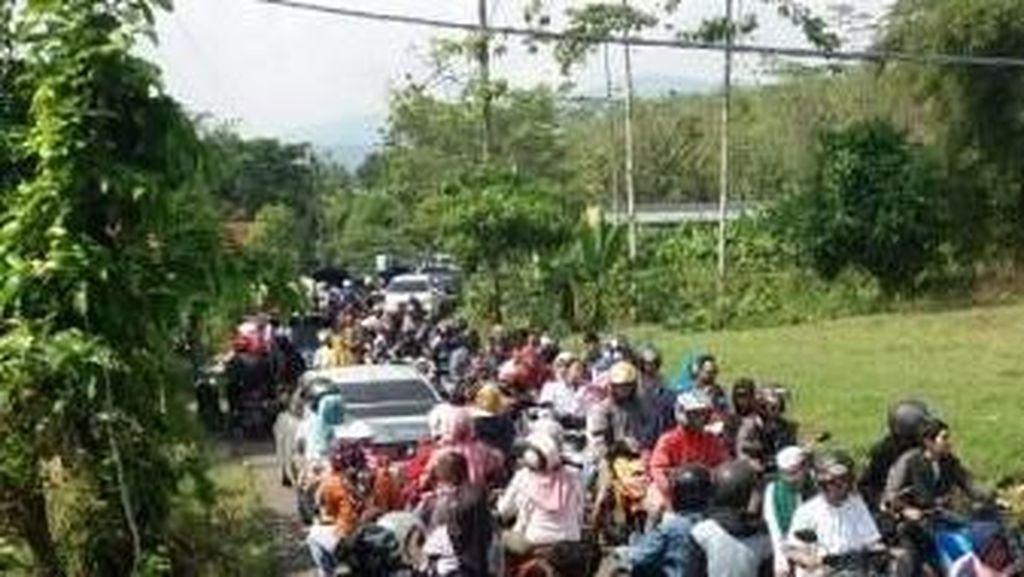 Padat Merayap, Perjalanan Menuju Wisata Puncak Via Sukamakmur