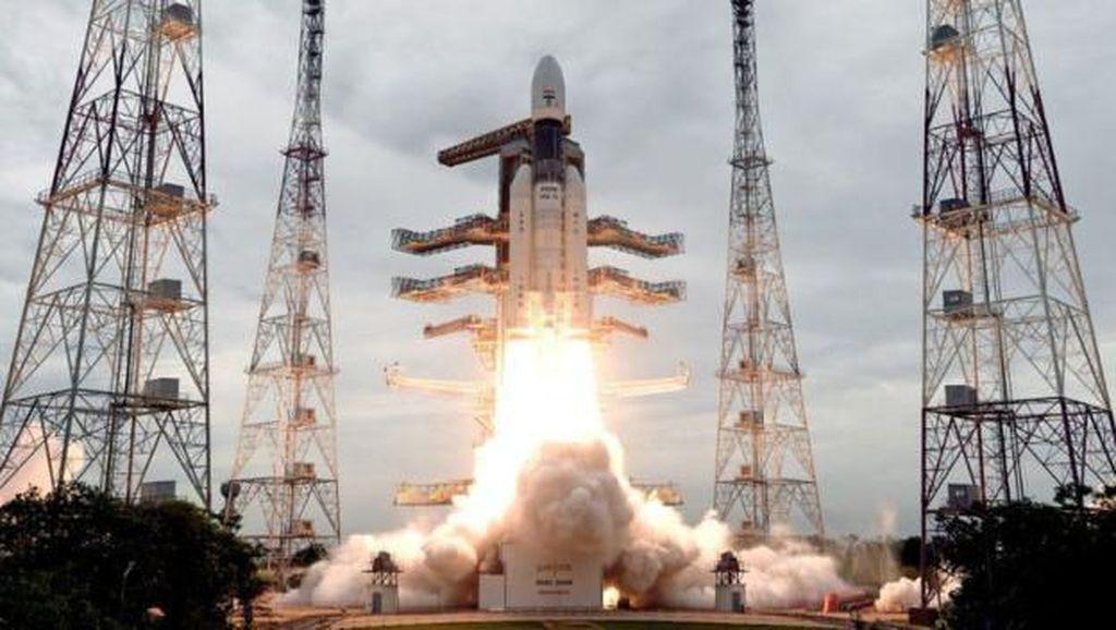 Nyaris Mendarat di Bulan, Pesawat Antariksa India Hilang Kontak