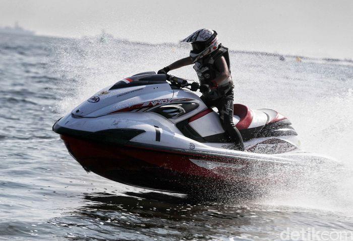 TNI AL kembali menggelar Navy Open Water Sport Tournament atau ajang perlombaan air TNI AL Terbuka.