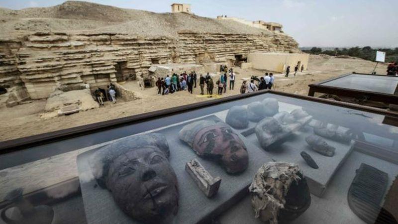 Sebuah makan kuno ditemukan di dekat kompleks piramid Raja Userkaf di Saqqara Necropolis. Di sana ditemukan puluhan mumi kucing. (AFP)