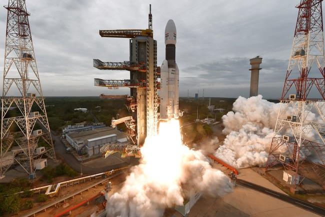 India Berdebar-debar Pesawatnya Mau Mendarat di Bulan