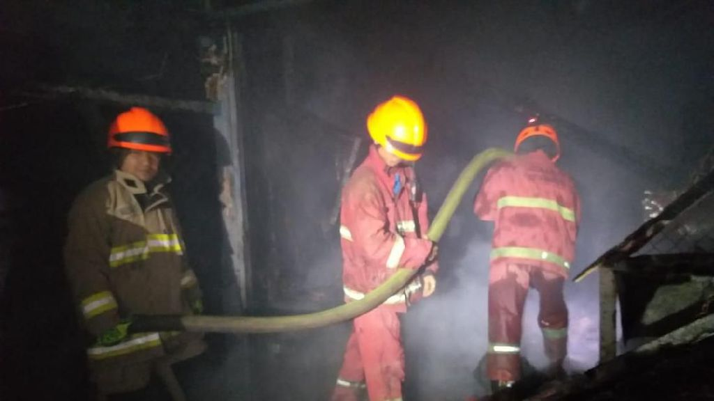 Warteg di Bandung Dilalap Api, 1 Orang Tewas
