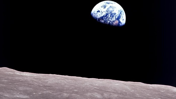 Earthrise yang diabadikan pada misi Apollo 8 oleh NASA. Foto: NASA