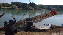 Bangkai Cessna yang Jatuh di Sungai Indramayu Dievakuasi Petugas