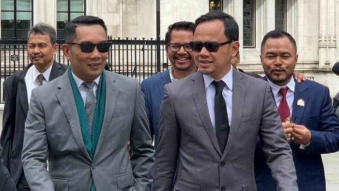 Gubernur Jawa Barat Ridwan Kamil dan Wali Kota Bogor Bima Arya berkunjung ke Inggris. Seperti apa gaya dua pemimpin daerah ini saat berkunjung ke sana?