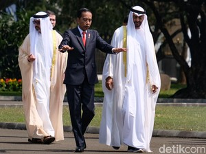 Putra Mahkota Abu Dhabi Bertemu Jokowi, Netizen Salfok Sama Sneakers-nya