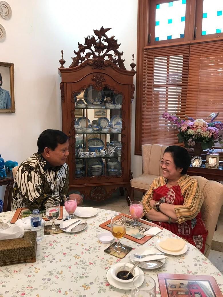 Politik Nasi Goreng Megawati-Prabowo