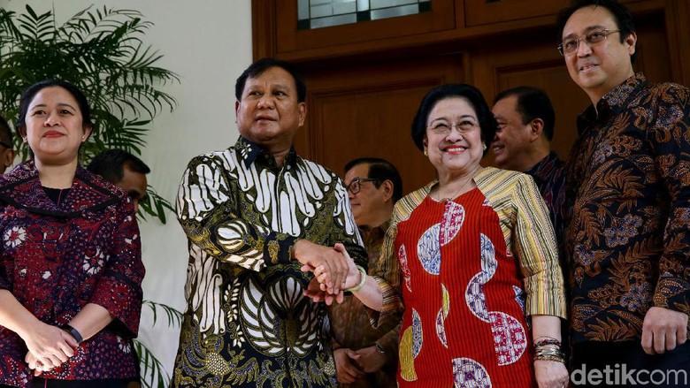Senyum Semringah Megawati Saat Bertemu Prabowo