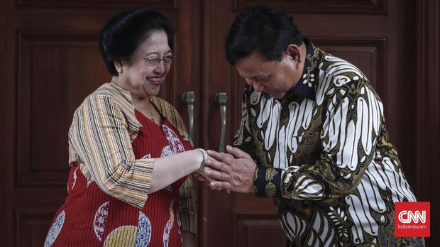 Megawati dan Prabowo Subianto usai bertemu di Teuku Umar, Jakarta, 24 Juli.