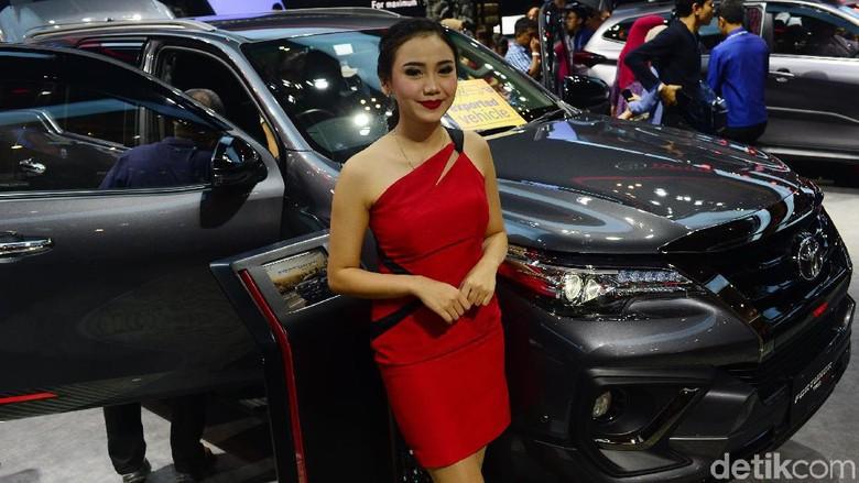 Toyota memboyong tiga mobil baru di pameran Gaikindo Indonesia International Auto Show (GIIAS) 2019. Satu di antaranya merupakan salah satu SUV andalan Toyota yakni Fortuner TRD Sportivo. Fortuner hadir dengan tampilan eksterior baru dan terlihat lebih gahar.