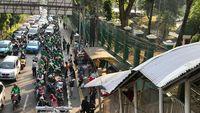Curhat Ojol: Ada Shelter Pun Tetap Berhenti di Pinggir Jalan