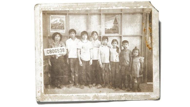 Kisah di Balik Foto Keluarga yang Dikubur untuk Sembunyikan Masa Lalu