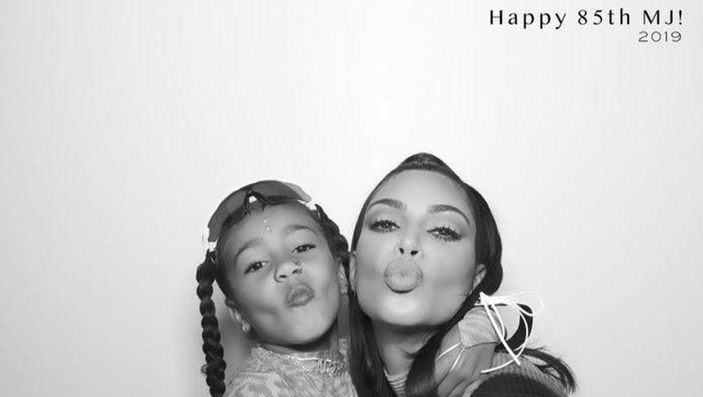 Anaknya Pakai Anting Besar, Kim Kardashian Dihujat Netizen