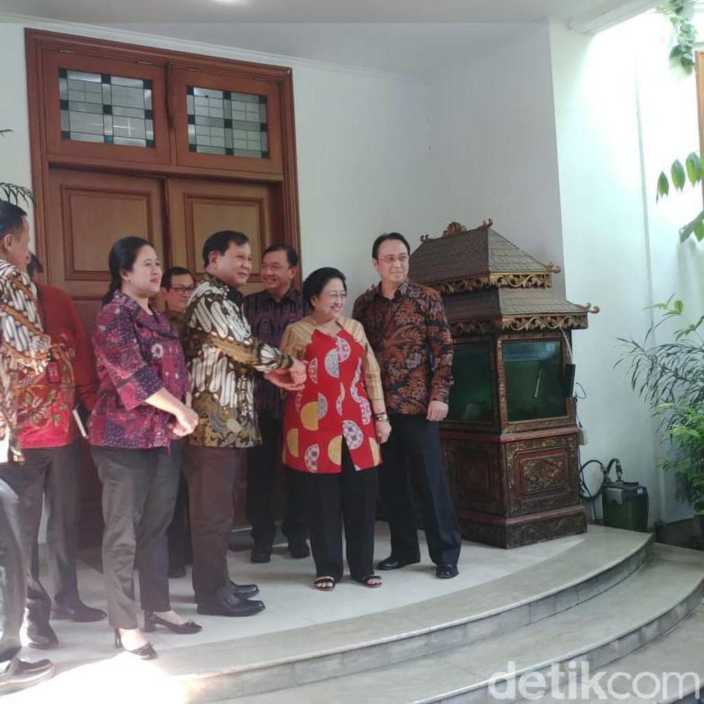 Bareng BG, Megawati Sambut Prabowo di Rumahnya