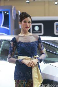 Tukang Tahu Goreng Cantik Ini Pernah Warnai Booth Lexus Lho!