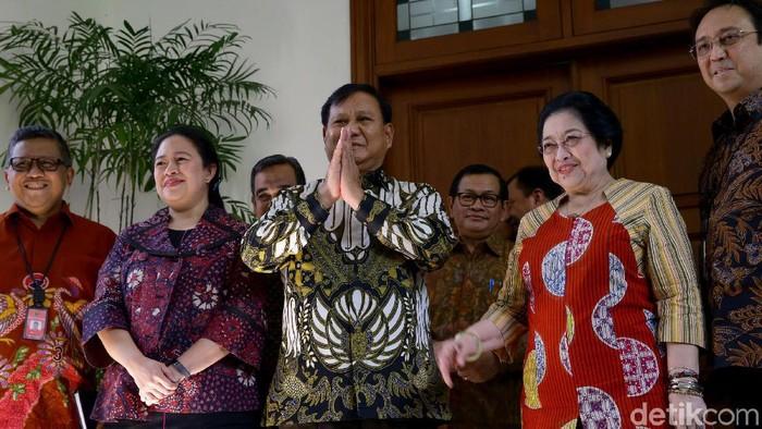 Prabowo Subianto dan Megawati Soekarnoputri kompak pakai batik saat bertemu. Foto: Grandyos Zafna
